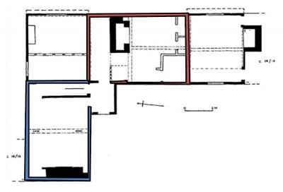 Figure 3: Lower Farm, Risby plan. The section in red shows the hall and screens passage, with the impressive new range. The blue indicates the remodelling of the service wing the later 16th century, and the insertion of a further stack (Johnson 1993a, 67).