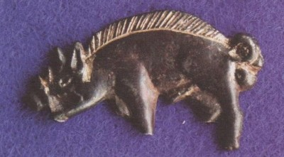 Figure 7: The silver-gilt boar badge found at the<br /> battlefield (after Foard & Curry 2013, 124).<br />