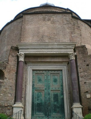 Figure 1: Entrance of the Temple of Romulus, Rome (credit: author)